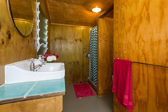 bathroom Wanaka Accommodation at Discover Dingleburn Station 555x370 - Accommodation